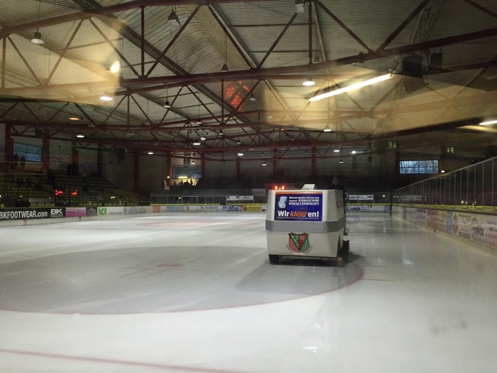 Die Herne Gysenberghalle. Gestern Schauplatz dessen, was das Ruhrgebietseishockey aktuell zu bieten hat. (Foto: Simon Ilger)