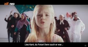 Muss deutsch immer böse sein? (Screenshot des YT-Videos von Jan Böhmermanns Musikvideo)