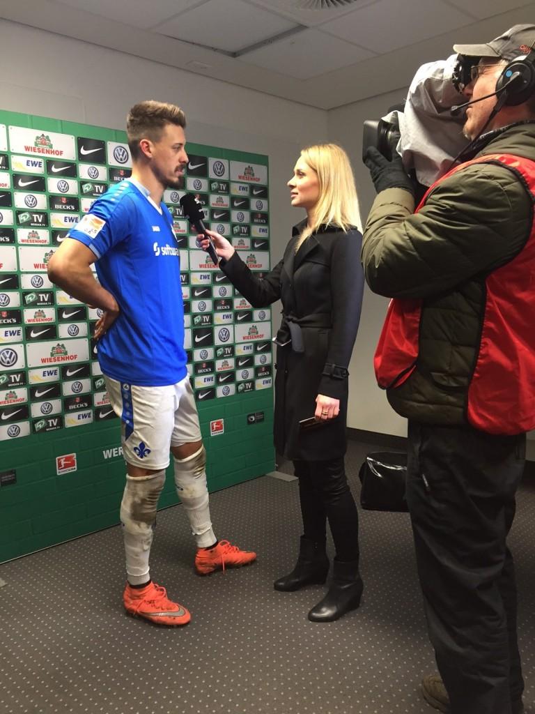 Britta Hofmann interviewt Darmstadts Sandro Wagner.