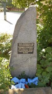 Gedenkstein für die ermordeten Polizisten. (Quelle: Wikipedia; CC-Lizenz))