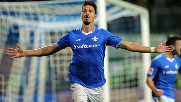 Berufsfußballer Sandro Wagner wünscht sich mehr Geld. Quelle: Wikipedia, Foto: Icetea 99, Lizenz: CC-BY-SA 4.0