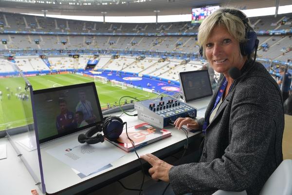 Zdf Kommentatorin Claudia Neumann Wer Schlecht Ist Muss