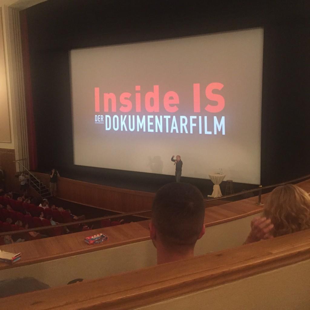 """Jürgen Todenhöfer in der Essener Lichtburg bei der Premiere seines Filmes """"Inside IS"""". (Foto: Simon Ilger)"""