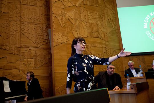 Moderatorin Ina Sonnenberg, Foto: Impulse Theater Festival (c) Robin Junicke, Im