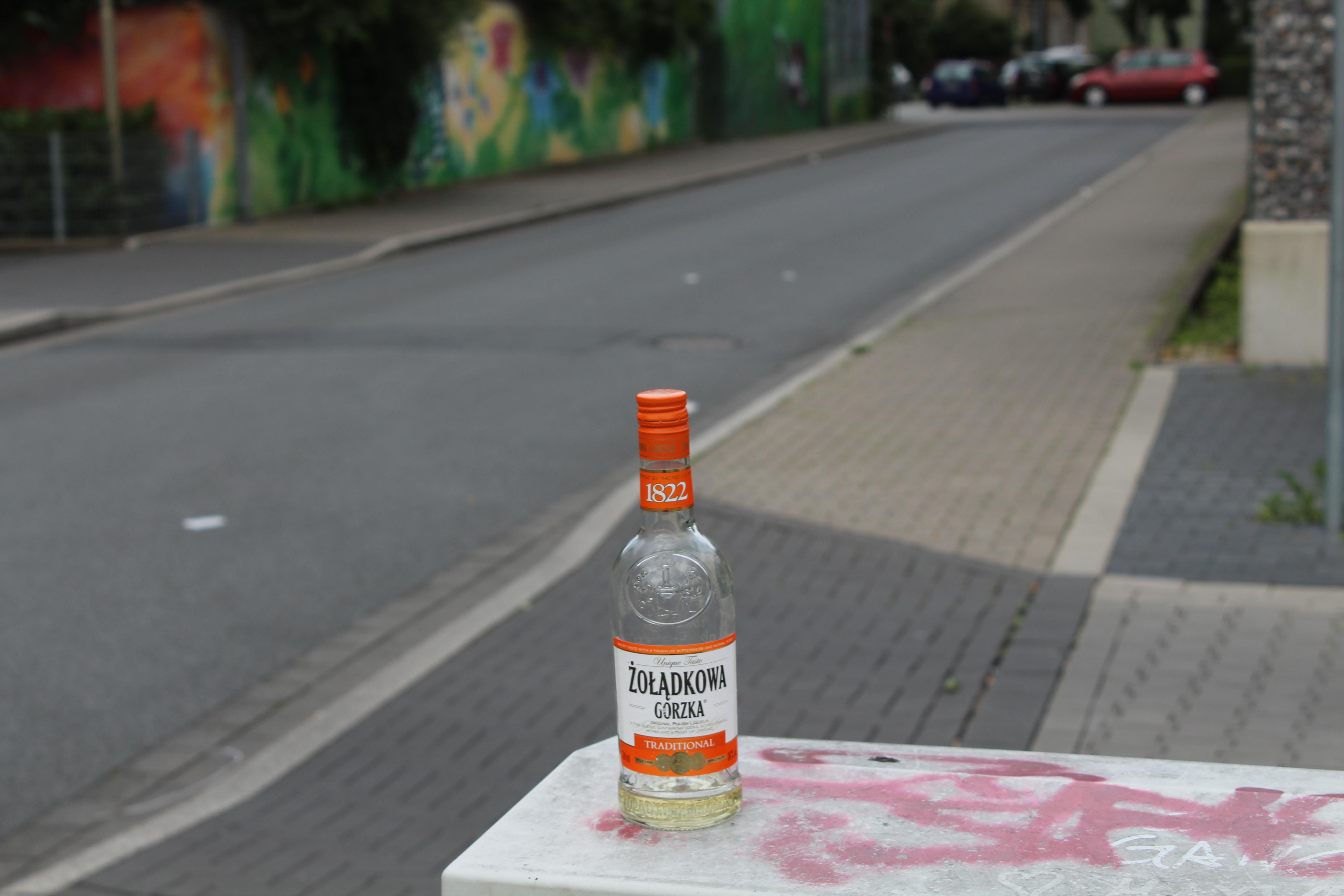 Ein Bild des Bösen: Alkohol in öffentlichen Räumen. (Foto: Sebastian Bartoschek)