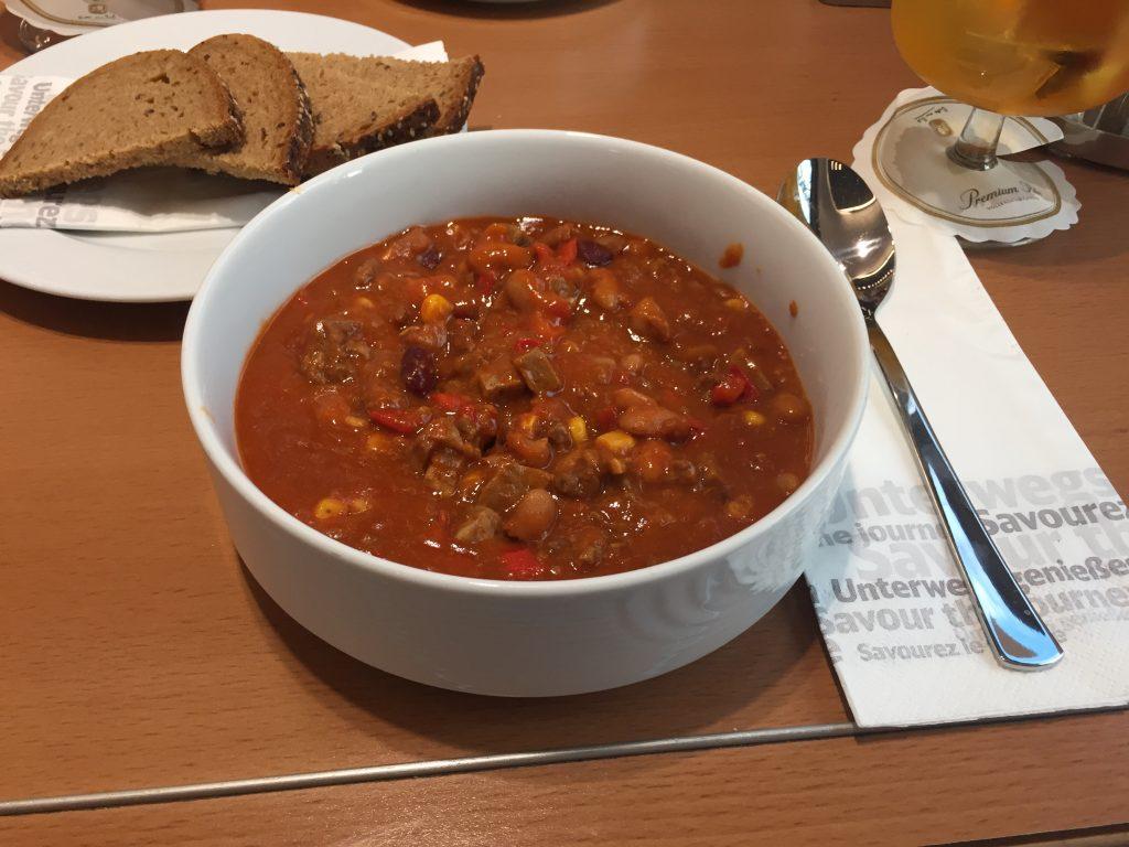 Chili con carne. Deutlich bekömmlicher als so manch Reisebericht. (Foto: Simon Ilger)