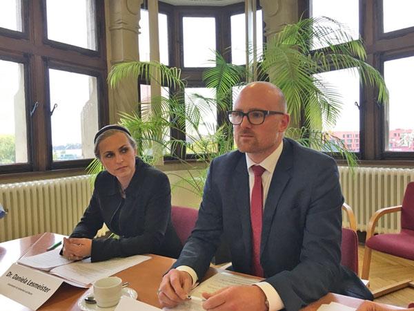 Duisburg Ordnungsdezernentin Daniela Lesmeister (CDU) und OB Sören Link