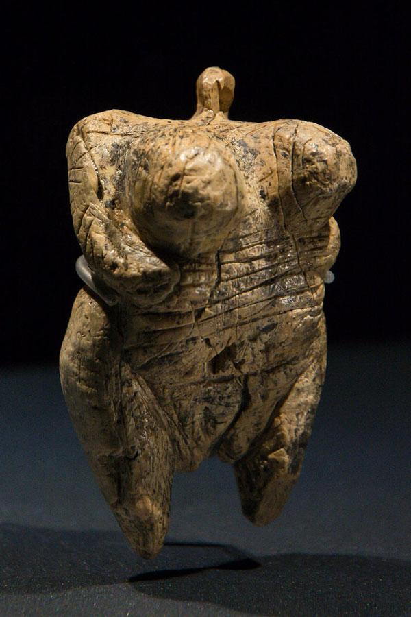 Original Venus vom Hohlefels, Mammut-Elfenbein, Aurignacien, Alter ca. 35-40.000 Jahre Foto: Thilo Parg Lizenz: CC BY-SA 3.0