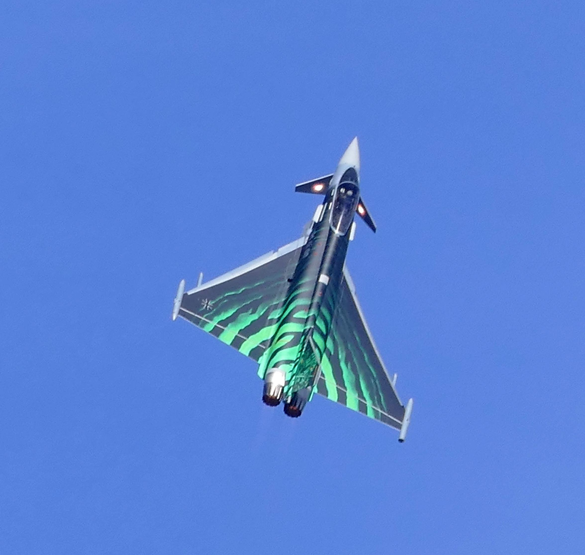 Wie immer gab es auf der ILA auch waghalsige Luftshows. Hier im Bild ein deutscher Eurofighter.