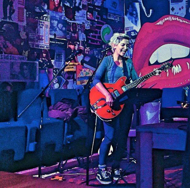 Linda Bockholt - Songwriting mit einem Lächeln im Gesicht | Foto: Dirk Krogull