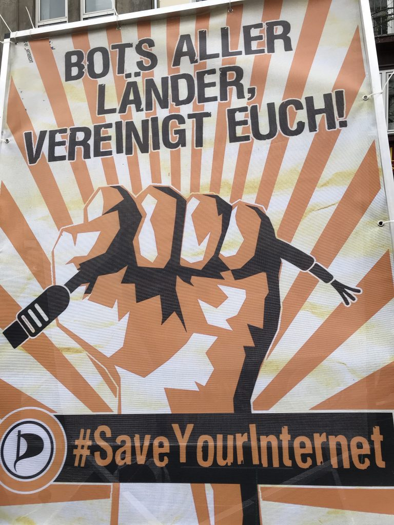 Kreativer Protest in Düsseldorf; Foto: Peter Ansmann
