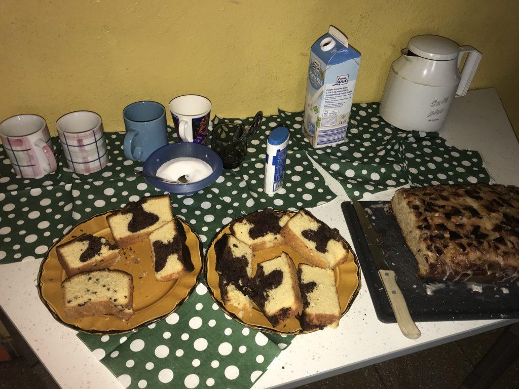 Zur Stärkung: Kaffee und leckerer Kuchen für die kreativen Köpfe; Foto: Peter Ansmann