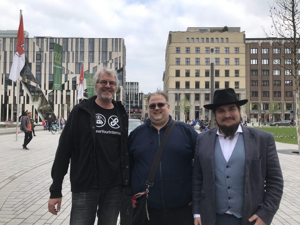 Organisierten die Demo: Frank Herrmann (Piratenpartei NRW), Wolly (Die Linke Düsseldorf), Maurice Aepler