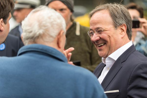 Wahlkampf scheint Spaß zu machen: Armin Laschet in Bochum (Foto: Roland W. Waniek)