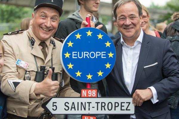 Armin Laschet (re.) wahlkämpft für Europa in Bochum (Foto: Roland W. Waniek)