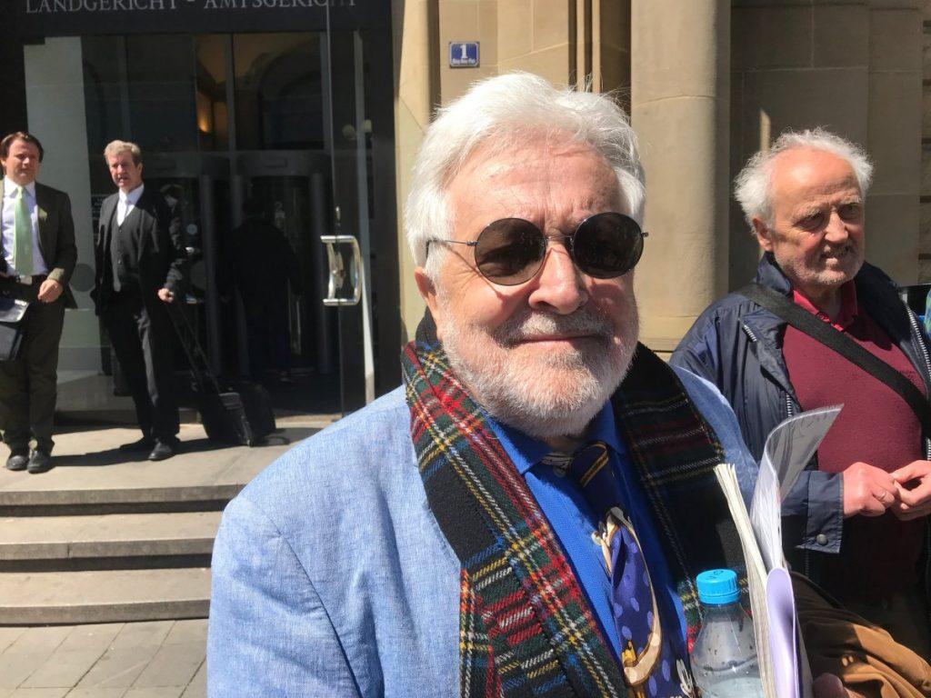 2019: Henry M. Broder vor dem Amtsgericht Duisburg; Foto: Peter Ansmann