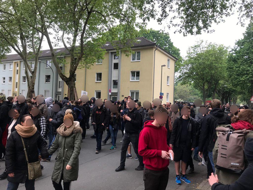 Fliederstraße / Fuchsstraße: Antifa läuft weiter; Foto: Peter Ansmann