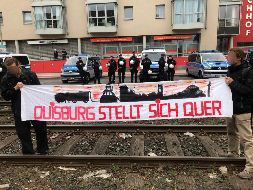 Duisburg stellt sich quer: Gegen Nazis in Duisburg! Foto: Peter Ansmann