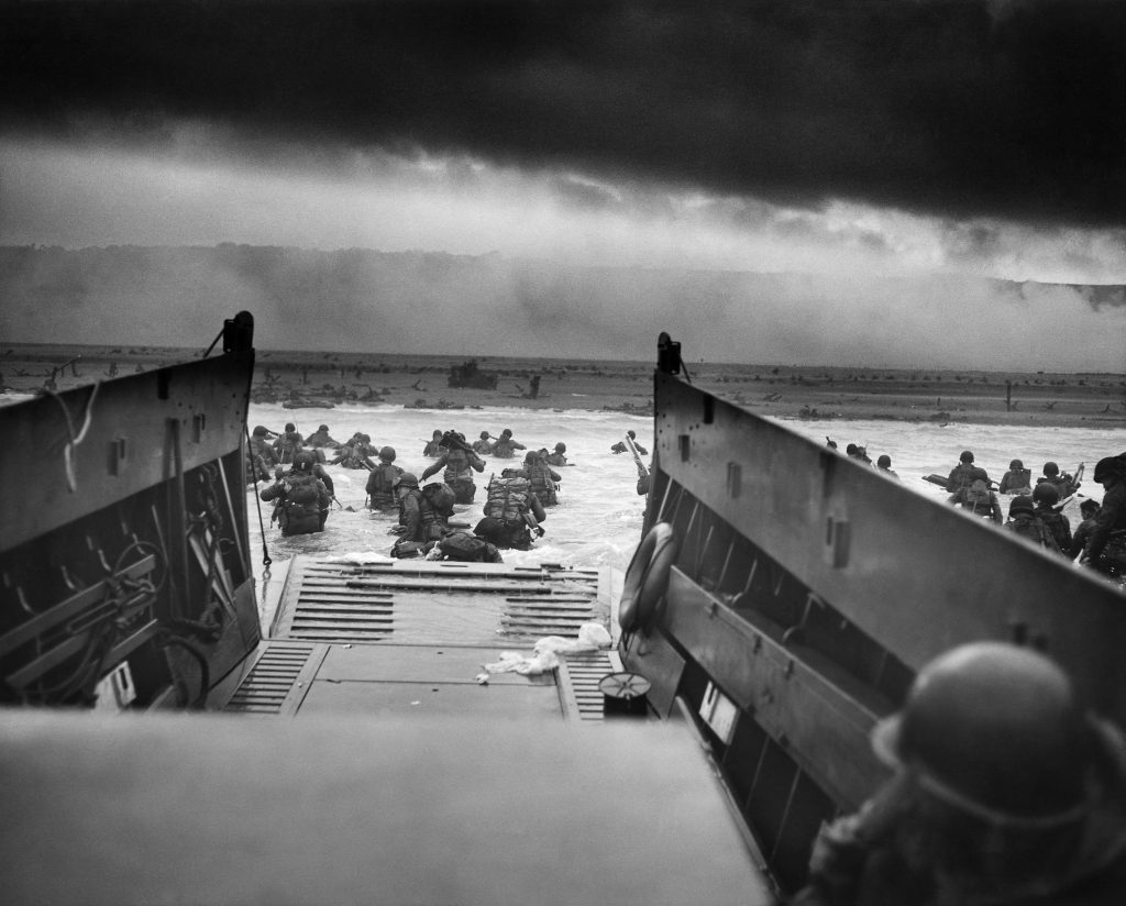 Die 16. and 1. Infanterie-Division der US-Army landet am Omaha Beach; Foto: Robert F. Sargent