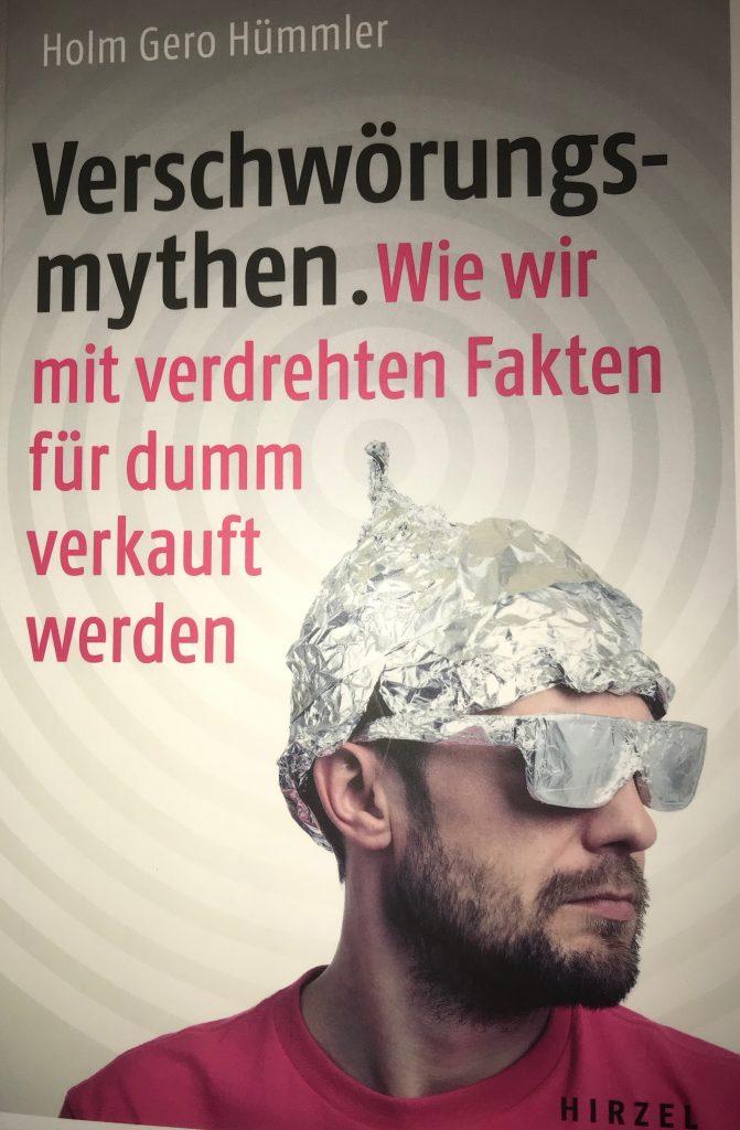 Verschwörungsmythen. Wie wir mit verdrehten Fakten für dumm verkauft werden; Autor: Holm Gero Hümmler