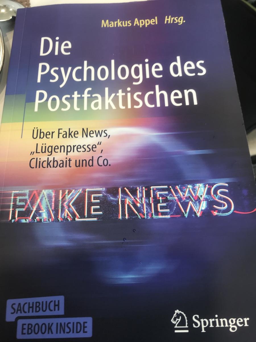 """""""Die Psychologie des Postfaktischen - über Fake News, Lügenpresse und Co.""""; Foto: Peter Ansmann"""