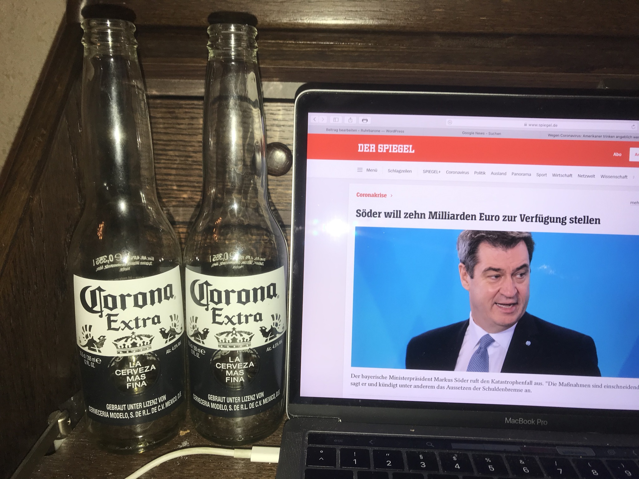 Ungefährlich: Corona-Bier. Ich habe den Biergenuss überlebt; Foto: Peter Ansmann