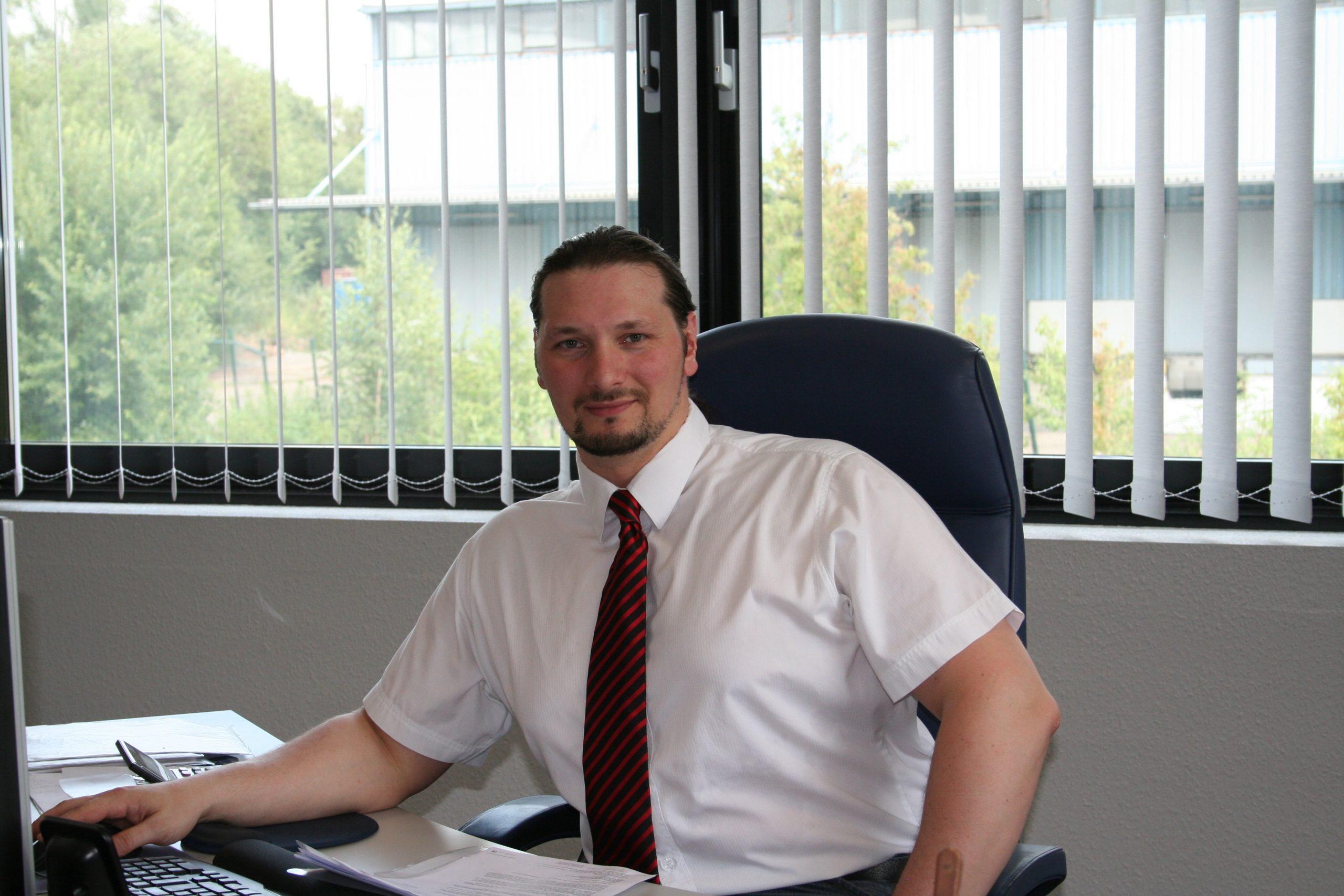 Markus Liedtke in seinem Büro in Dortmund; Foto: Century Martial Arts Europe