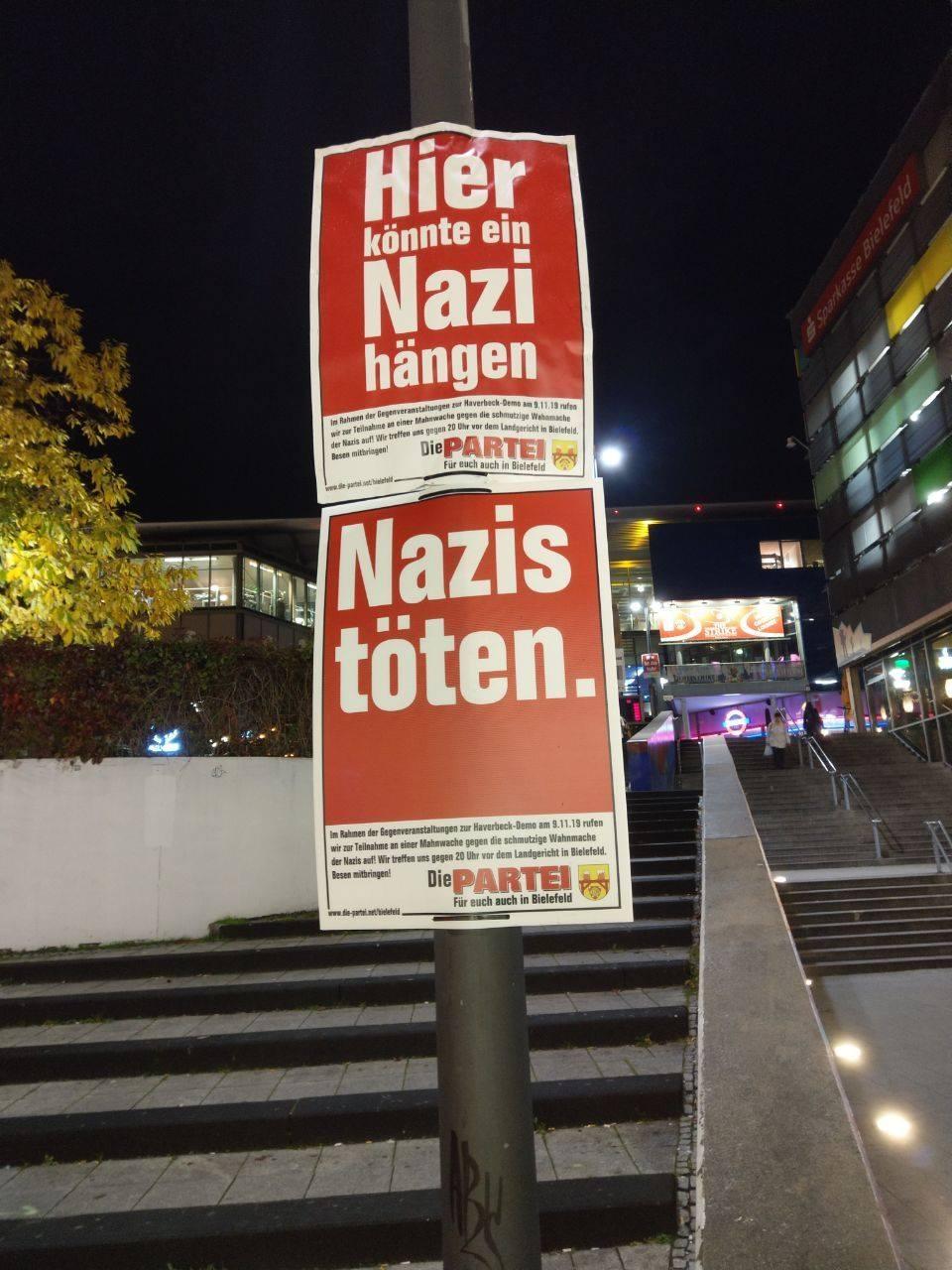 Die beanstandeten Plakate; Foto: DIE PARTEI Bielefeld