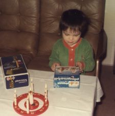 Ein gelungener vierter Geburtstag im jähre 1976! Begeisterung über die Playmobil-Indianerzelte; Foto: privat