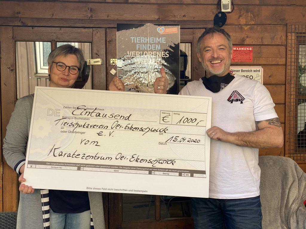 1000 Euro für das Tierheim in Oer-Erkenschwick; Foto: Sina Soberg