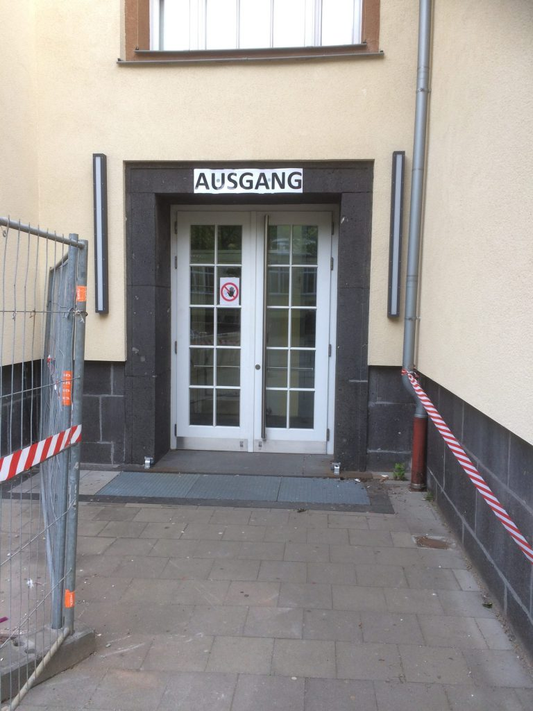 Sicherheitsmaßnahmen am Berufskolleg Bachstraße in Düsseldorf; Foto: Christiane Hautau