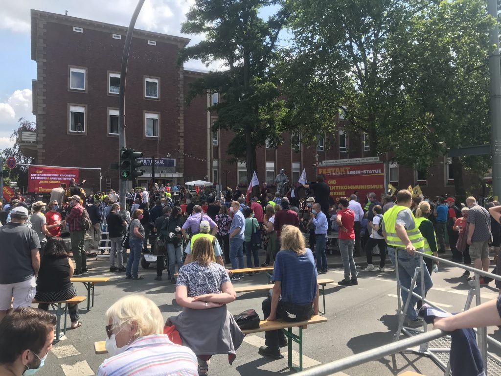 Endlich mal was los in Gelsenkirchen-Horst: Volksfeststimmung bei der MLPD; Foto: Peter Ansmann