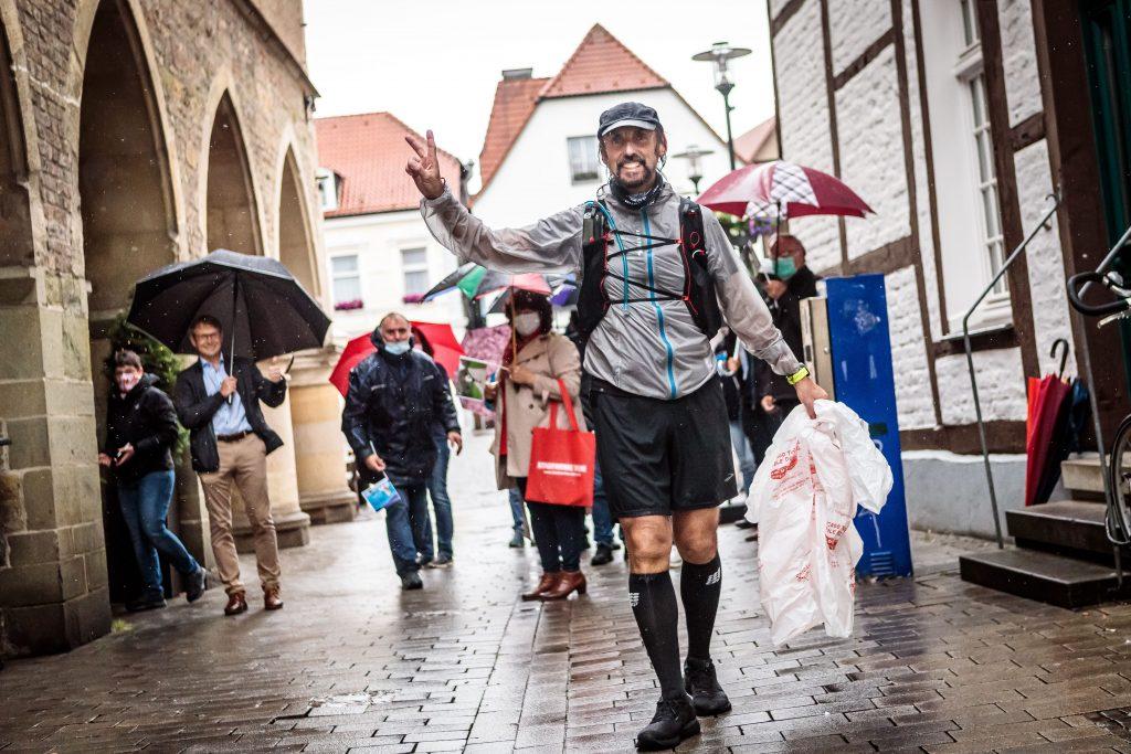 Werne: Abgekämpft, aber glücklich. Das Wetter war suboptimal. Die erlaufene Spendensumme ist dafür eindrucksvoll; Foto: Tobias Appelt (Team Ruhr)