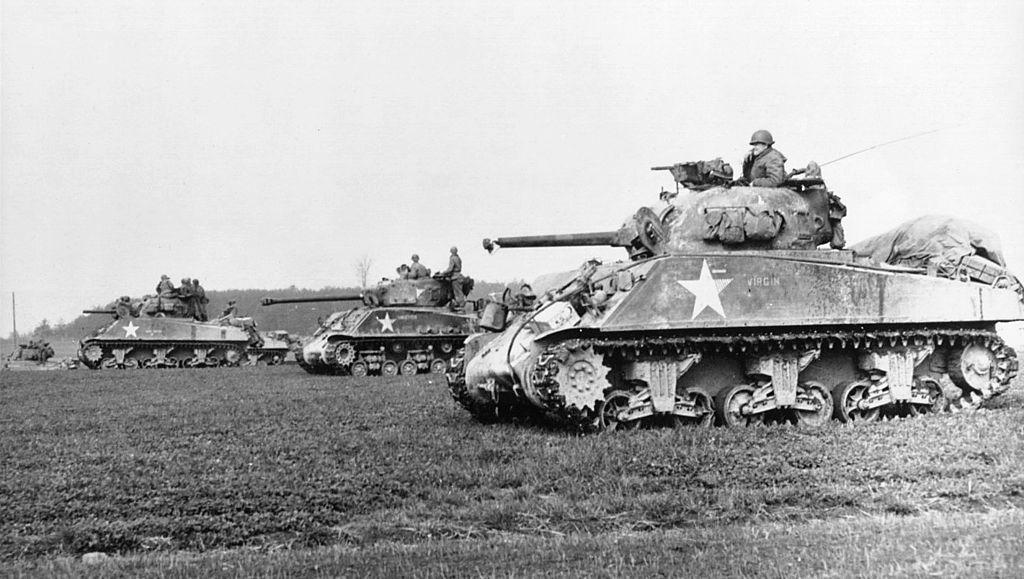 Amerikanische Antifa: Sherman-Panzer der US-Army betreien Europa; Foto: