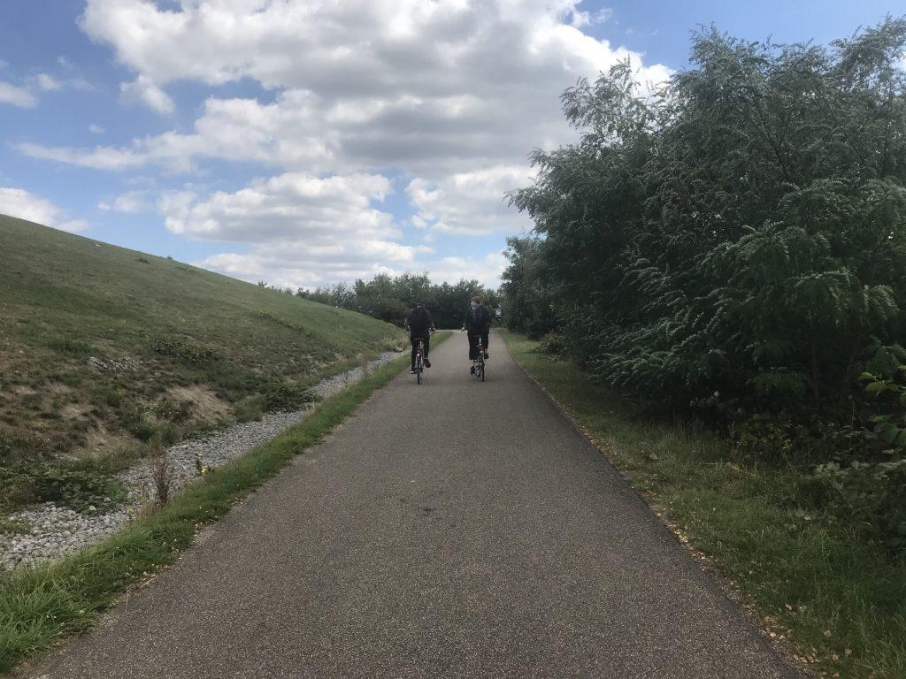 Mit den Bike auf die Landmarke: Marc und seine Freundin; Foto: Peter Ansmann