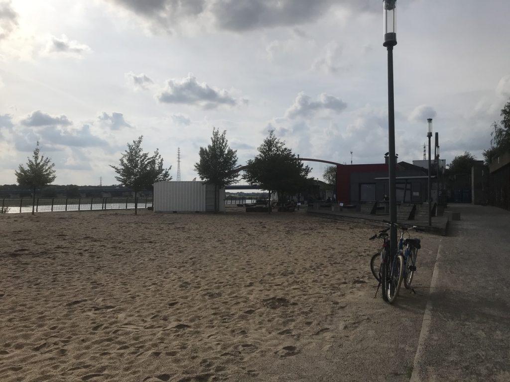 Der Rheinpark in Duisburg: Urlaubsfeeling am Sandstrand; Foto: Peter Ansmann
