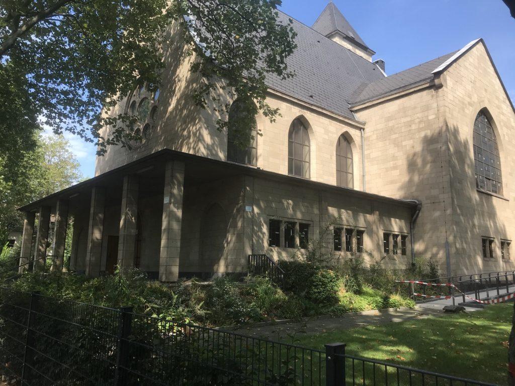 Die evangelische Gnadenkirche in Duisburg-Wanheimerort; Foto: Peter Ansmann