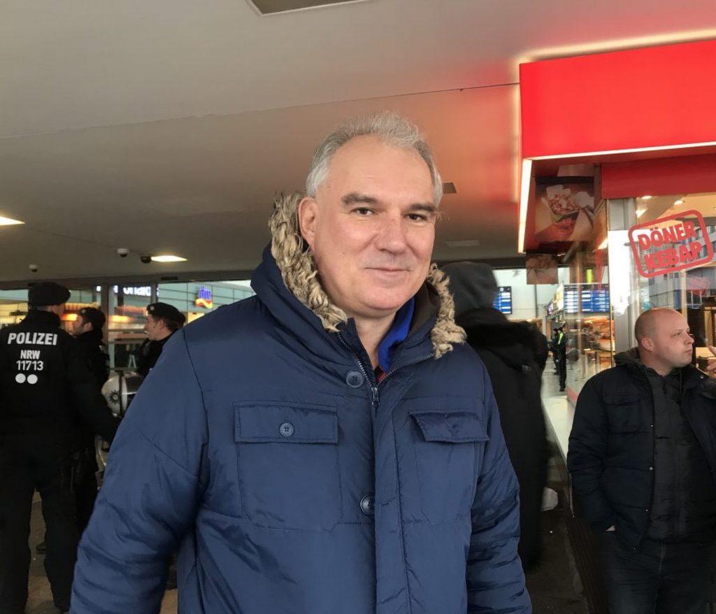 Claus Krönke, stellvertretender Bezirksbürgermeister in Duisburg-Hamborn, bei der Gegendemo zum PEgIdA-Aufmarsch im November 2019; Foto: Peter Ansmann