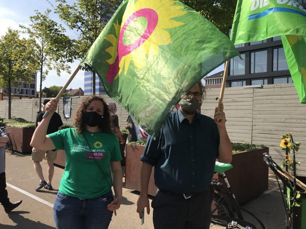 Bündnis90 / Grüne zeigten Flagge vor Ort. Foto: Peter Ansmann