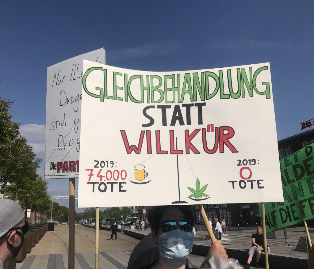 Auch heute in Duisburg: Demo für die Legalisierung von Marihuana; Foto: Peter Ansmann