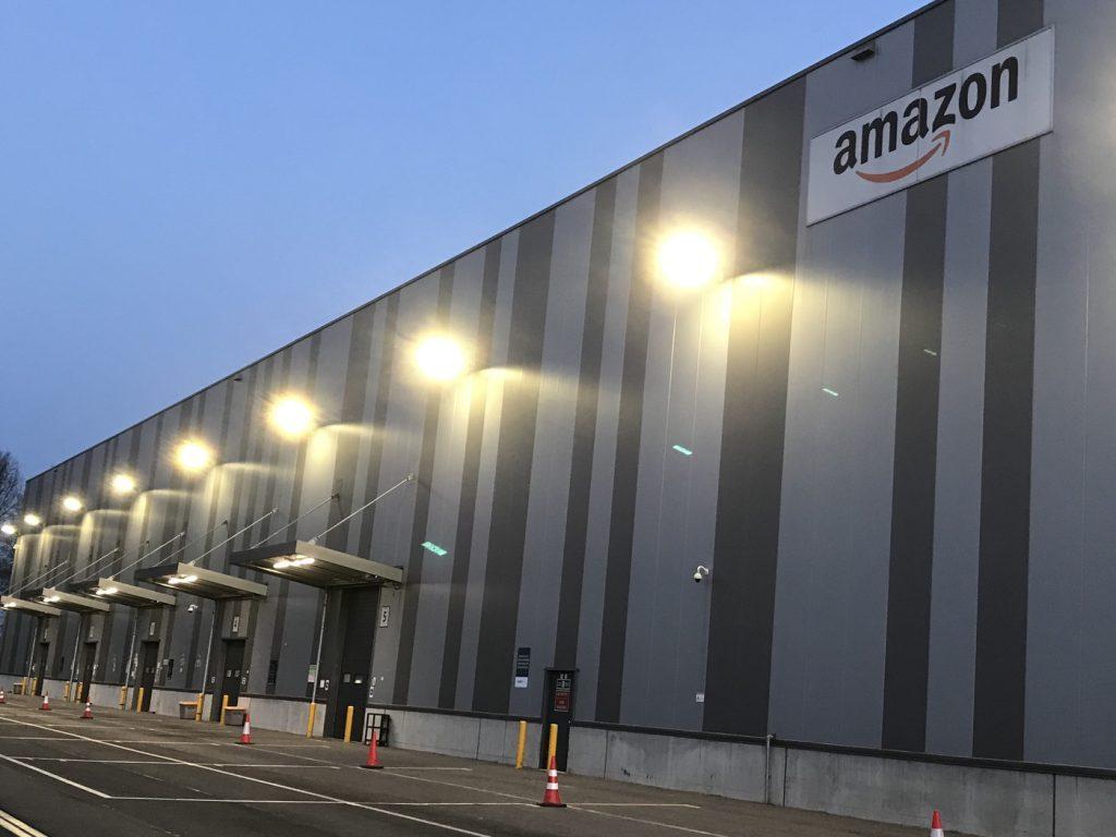 Eines von vielen Amazon-Logistikzentren: Auch in Duisburg; Foto: Peter Ansmann